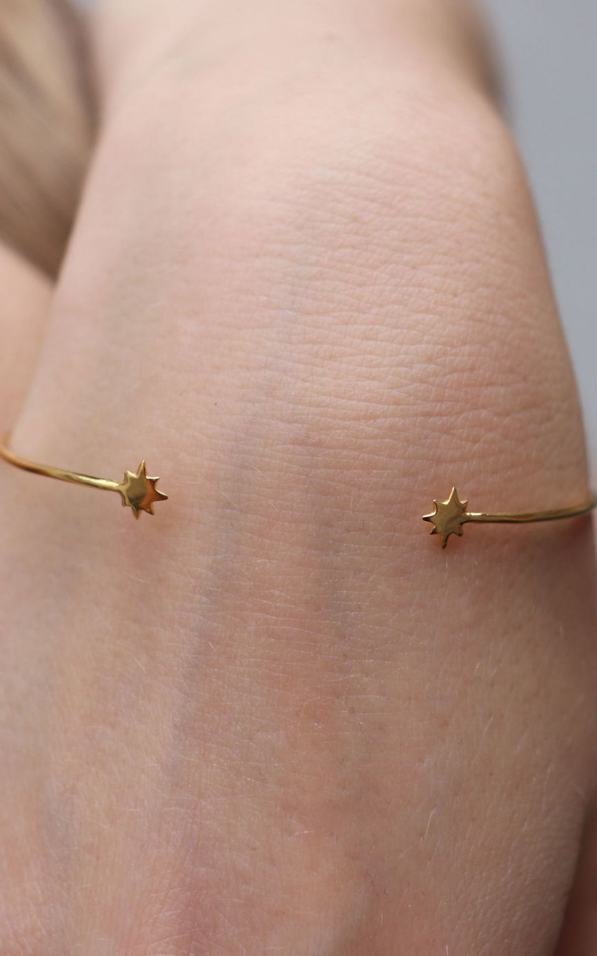 content/eco-gifts/seema_gold_bracelet.jpg
